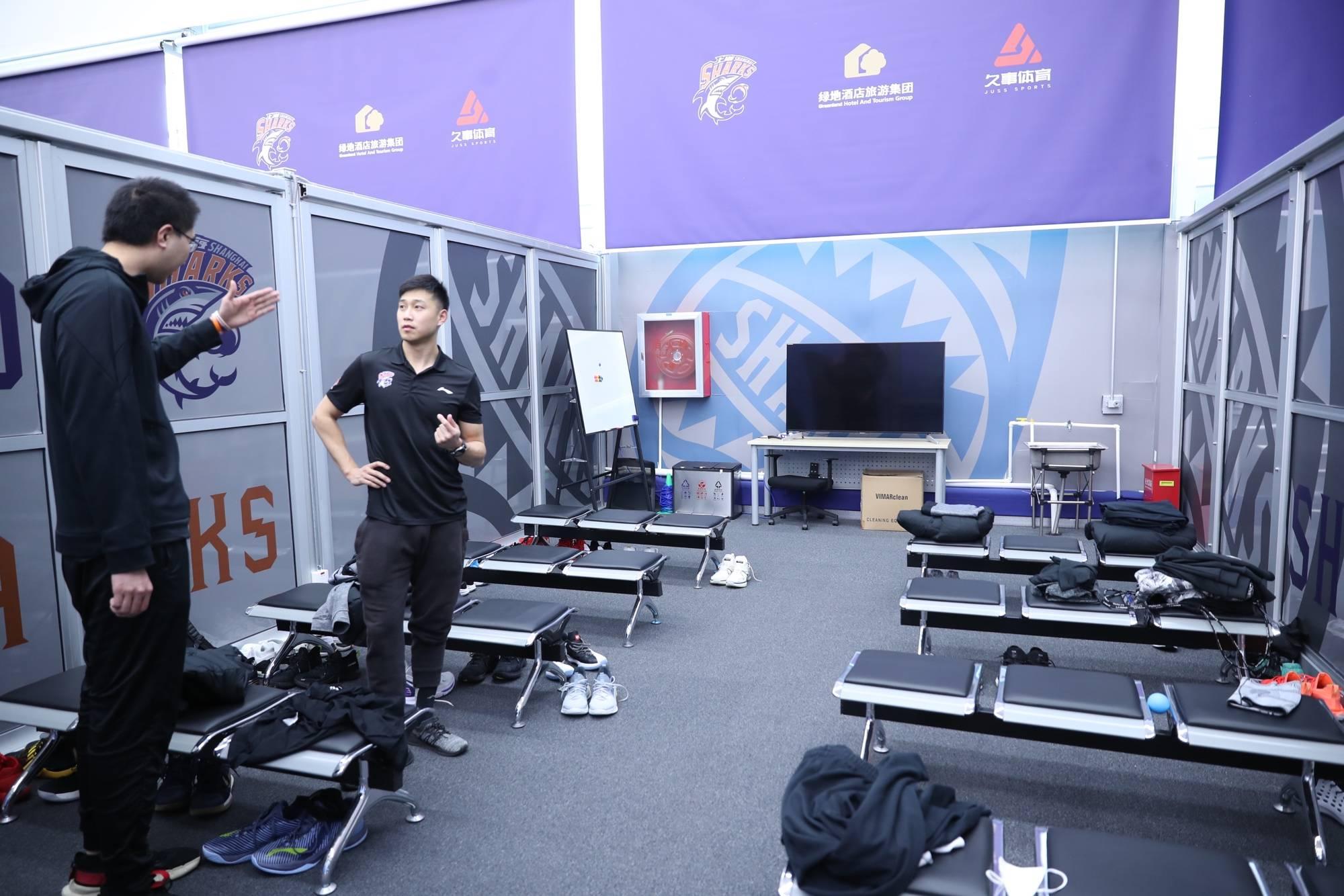 上海男篮执行主帅马诺斯:球员们心里都很清楚,赛季还没结束