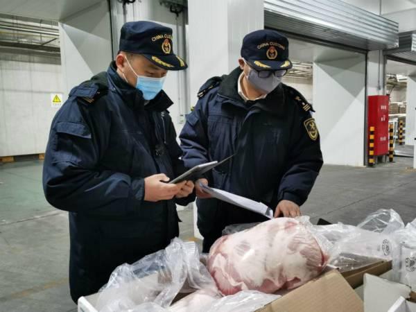 """首批直供武汉冰鲜猪肉快速通关 上海海关对进口肉类等食品实施""""四个优先"""""""