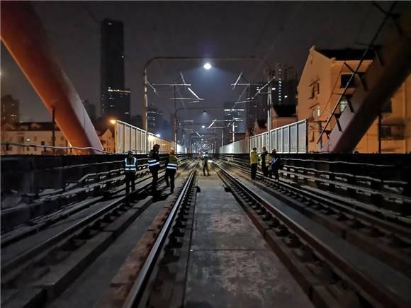 为地铁运营保驾护航 三号线苏州河桥吊杆更换工程加紧施工