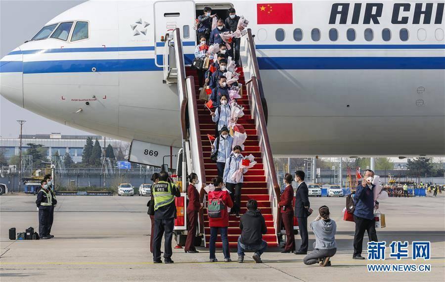 (聚焦疫情防控)(3)557名国家援鄂医疗队队员平安返京