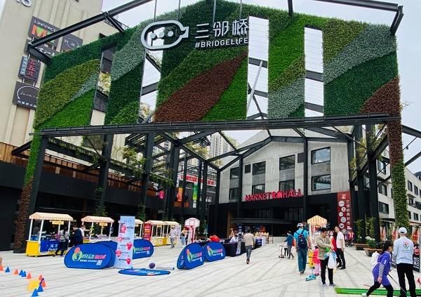 宝山三邻桥体育文化园深受市民欢迎.jpg