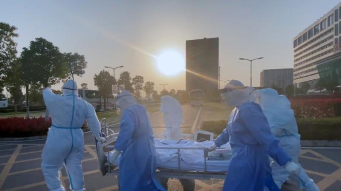 蹲守雷神山、金银潭,《人间世》团队再推抗击疫情特别节目