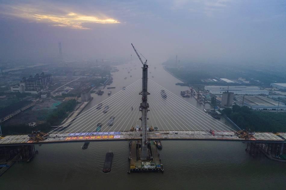 黄浦江上第13座大桥主桥今晨顺利合龙!计划年内基本建成