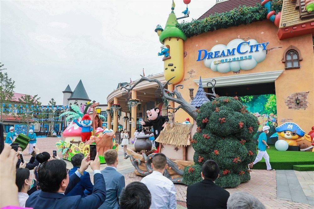 """""""蓝精灵乐园""""今上海开园:1:1还原动画场景,打造国际文娱新地标"""