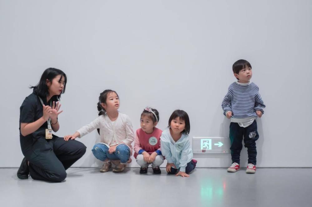 在360度的艺术环境中,来一场儿童艺术瑜伽