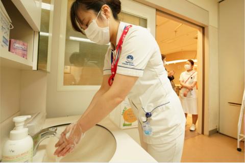 日本102家医院暴发集体感染 550名医护人员确诊
