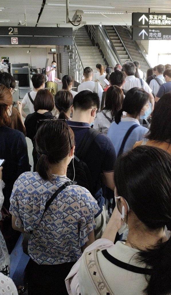 今晨3号线车门故障列车延误,4号线共线段亦受影响