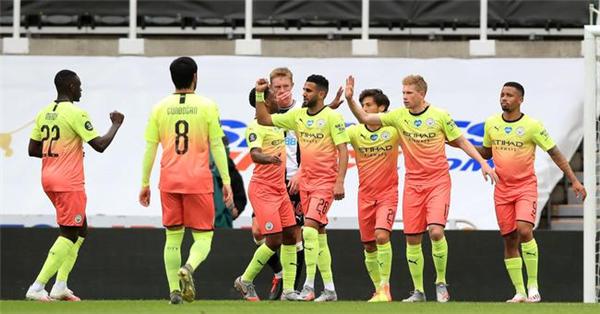 英足总杯四强今晨产生:曼城曼联阿森纳切尔西
