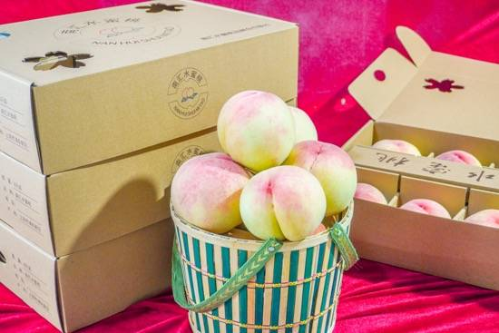 上海人最爱吃的南汇水蜜桃今天上市了,每箱140元,最佳品桃期7月中旬