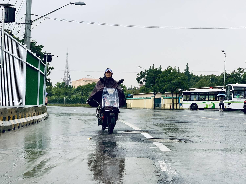 曾因一场雨淹8000户,过去是上海重灾区,今天在暴雨中他们还好吗?