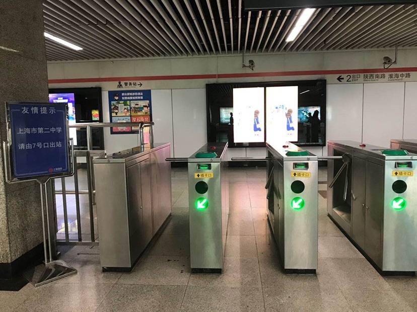 考生优先测温进站、提供爱心护考包……上海地铁护考行动中