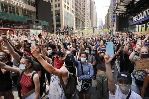 new-york-protest-file-gty-jef-200708_hpEmbed_3x2_992.jpg