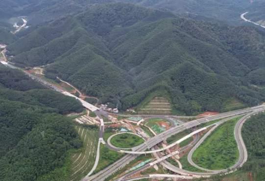 这条投资56亿元的高速公路全线路基工程基本完工