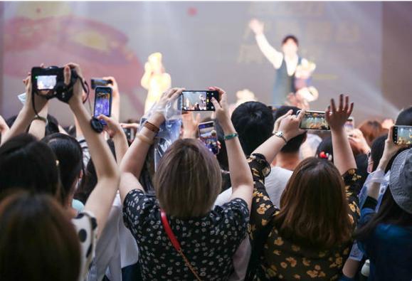 上海市民周末消夏新去处:文化广场草坪音乐会开演