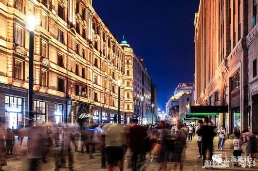南京路步行街东拓段新景,13盏新路灯亮灯啦→