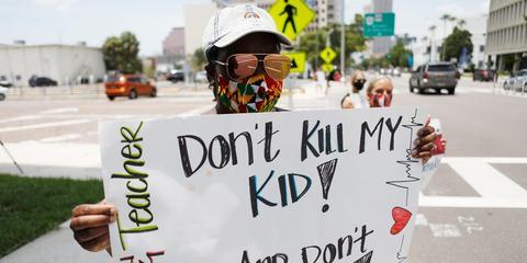 海外网 半个月内近10万美国儿童确诊 白宫仍强推返校上课遭抗议