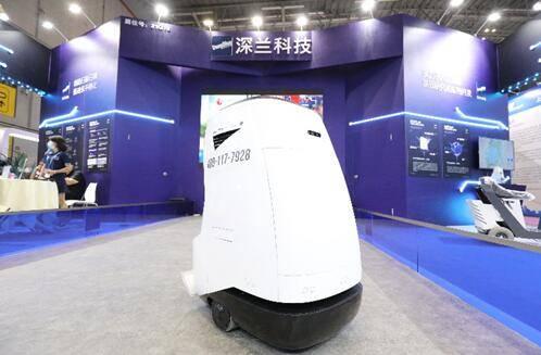 """熊猫扫路王、小浣熊机器人""""开进""""清扫""""智""""高点 AI技术助力环卫智能化升级"""