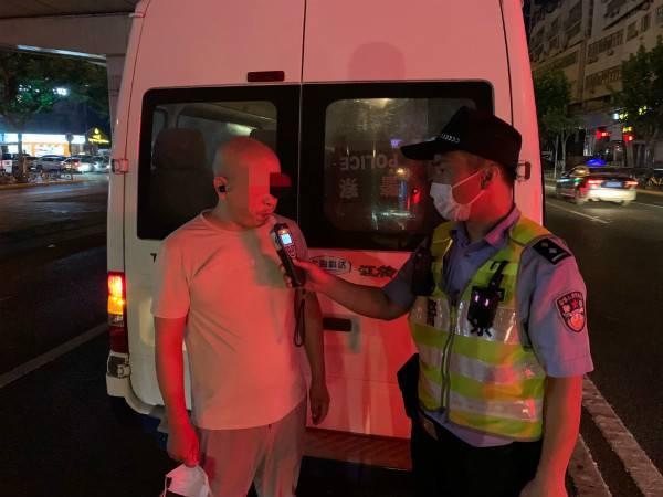 中午小酌晚上接单,普陀警方查获一名涉嫌危险驾驶的网约车司机