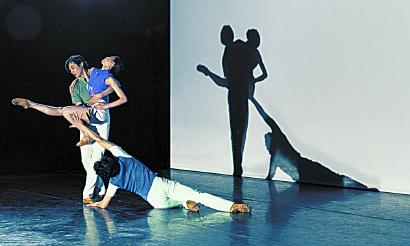 集结青年编导吴虎生和陈琪4部原创作品 海派芭蕾《秋·绽放》云端传递爱