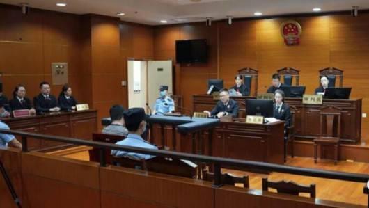 杨浦法院原院长任湧飞因受贿、纵容黑社会性质组织罪获刑7年半