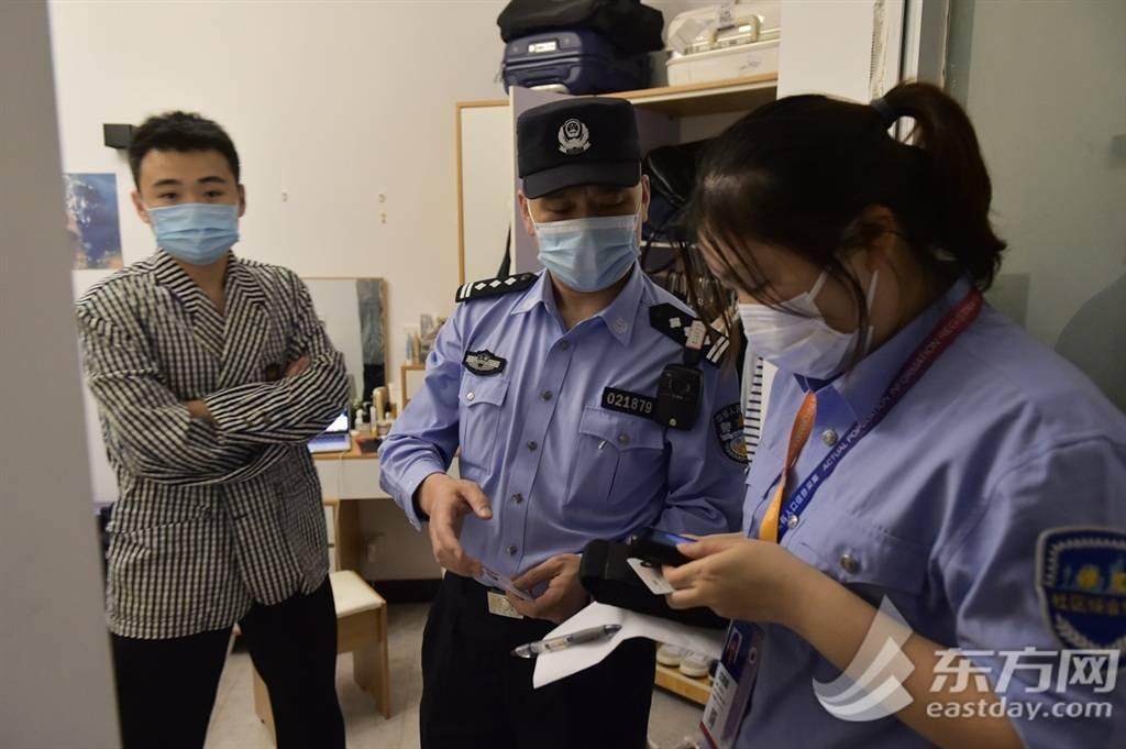 """确保市民平安欢度""""双节"""" 徐汇警方开展社会面治安集中整治行动"""