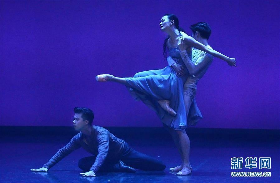(文化)(2)现代芭蕾作品《绽放》在沪演出