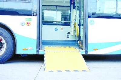 智能化设备与人性化设计为一体 32辆新能源公交车亮相浦东