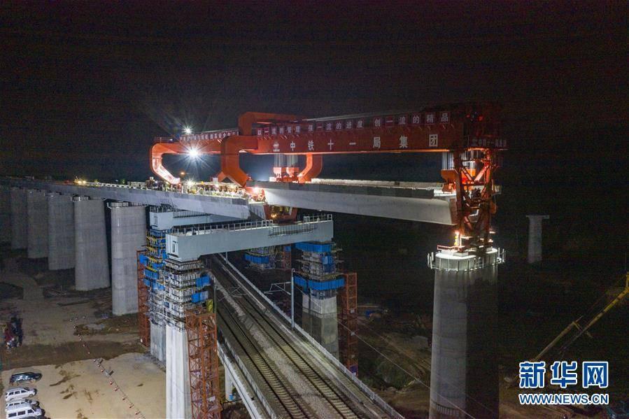 常益长铁路成功跨越石长铁路乌山联络线