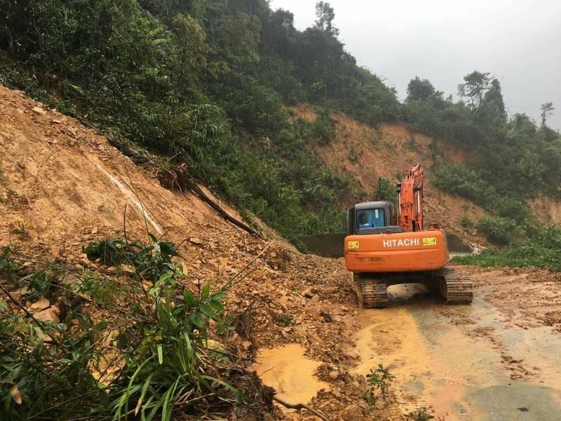 越南水电站附近发生山体滑坡 13人失联