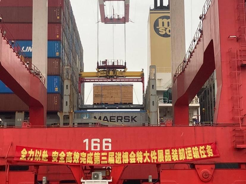 本届进博会最大展品龙门机床昨晚抵沪 总重86.7吨