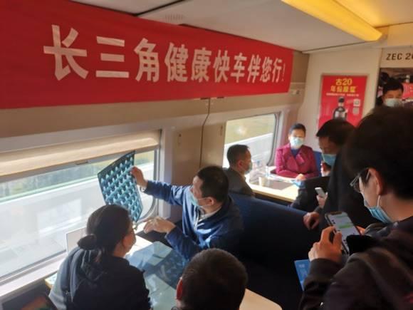 """高铁上一路义珍 上海医疗专家组团赴皖""""健康行"""""""