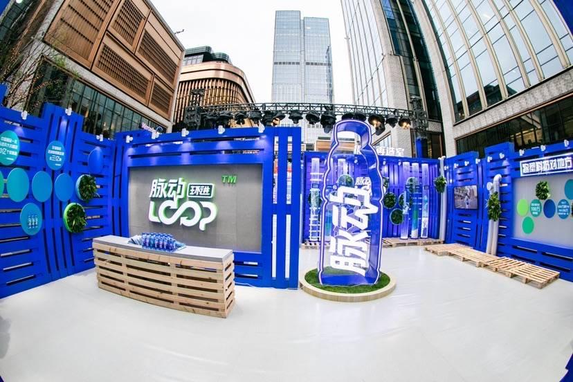 """塑料瓶""""智能回收机""""亮相外滩商业地标,未来将在上海试点"""
