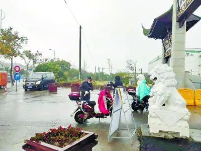 浦东营前村隔离解封首日现场:居民生活正常有序