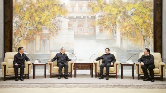 李强龚正与云南省委书记阮成发、代省长王予波座谈