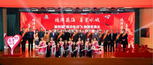 """黄恒亮、杨少峰、李彦靓……这些身边榜样的故事""""感动""""了这个沪郊小镇"""