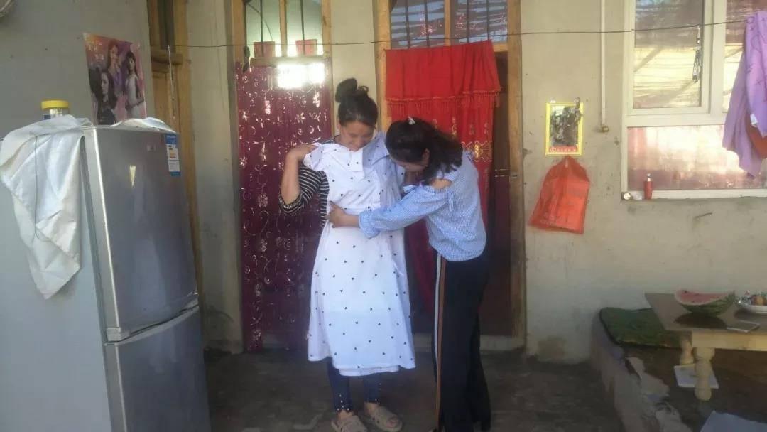 甘肃的这个贫困小山村,走出20多个大学生!这件事,东方网人坚持了十六年