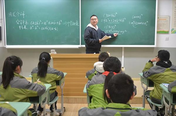 """沪90后班主任实力诠释""""体育老师教数学"""",有"""