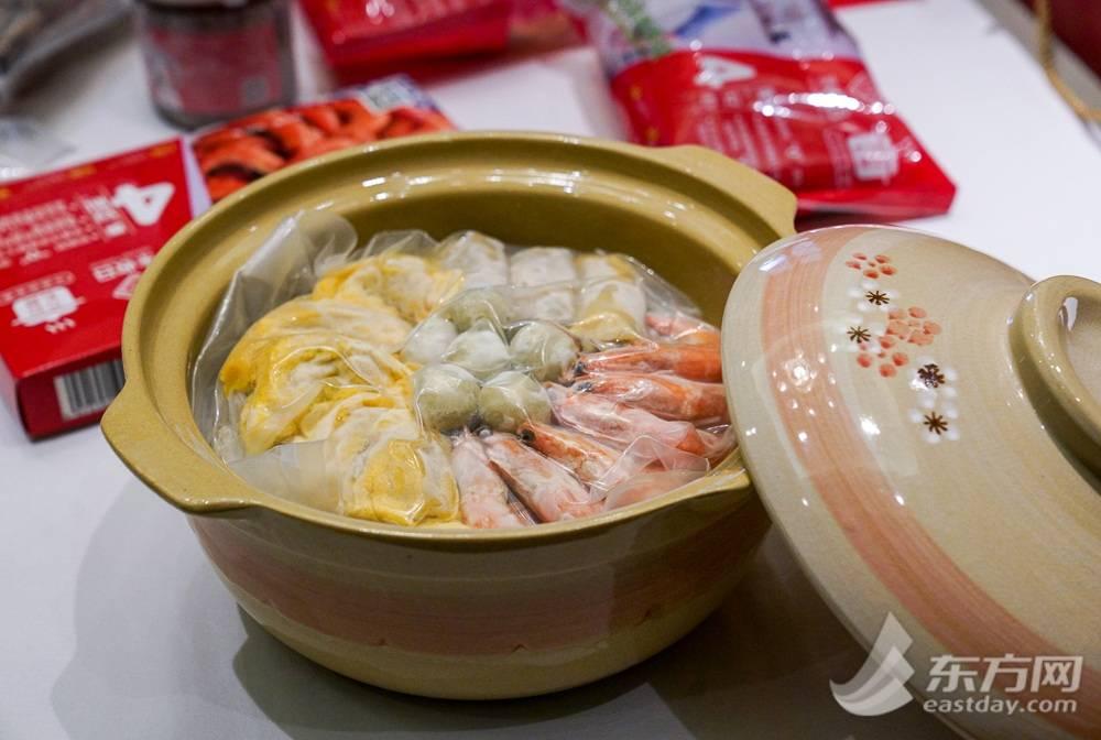 """饭店里的味道也能带回家 记者体验年夜饭半成品:半小时做好""""三菜一汤"""""""