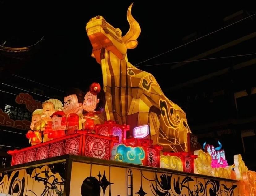 """打卡""""牛年照""""!上海各大商圈牛年大型装置已就位"""