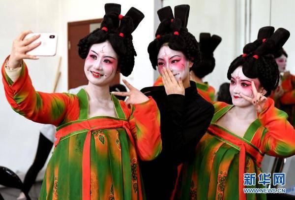摩登5娱乐2021年河南春晚上,舞蹈节目《唐宫夜宴》火遍网络,受到众多网友赞誉(图4)