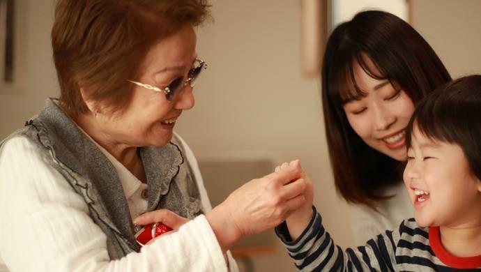 """上海""""小巷总理"""" 让所有80岁以上老年人都能享受到居家养老"""