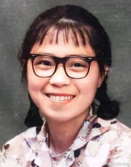 摩登5平台注册近日,一张17岁少女的照片引发了网友热议(图1)