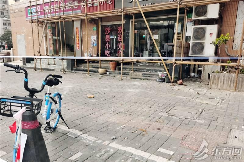 封闭主入口、搭建防护顶棚 一人被砸身亡后,西凌新邨排查出又一外墙隐患