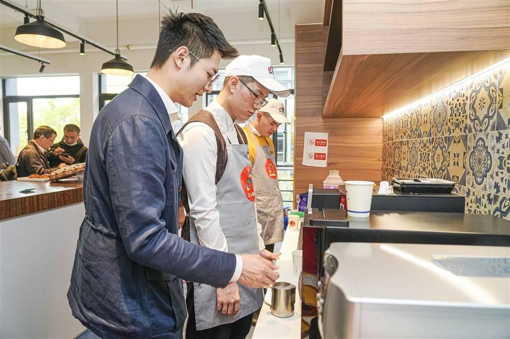 技能照亮来自星星的孩子!上海举办自闭症青少年技能体验日活动
