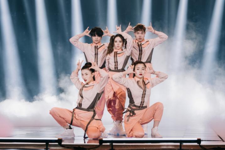 """星辉平台注册《为歌而赞》第四期节目在浙江卫视和抖音同步播出,随着第二赛段的新热歌曲阵营转换,歌手们在舞台上的精彩""""过招""""也呈现出了更多看点(图2)"""