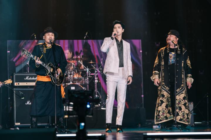 """星辉平台注册《为歌而赞》第四期节目在浙江卫视和抖音同步播出,随着第二赛段的新热歌曲阵营转换,歌手们在舞台上的精彩""""过招""""也呈现出了更多看点(图4)"""
