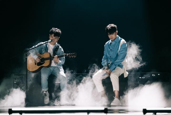 """星辉平台注册《为歌而赞》第四期节目在浙江卫视和抖音同步播出,随着第二赛段的新热歌曲阵营转换,歌手们在舞台上的精彩""""过招""""也呈现出了更多看点(图8)"""
