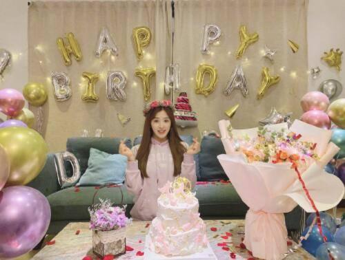 """星辉平台张含韵庆32岁生日,发文称:""""三十二已,我是幸福哒!"""