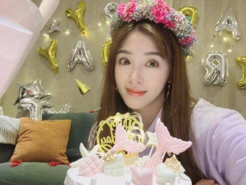 """星辉平台张含韵庆32岁生日,发文称:""""三十二已,我是幸福哒!(图2)"""