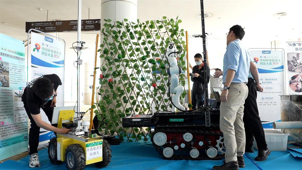 """""""首届中国农业机器人创新大赛""""结果揭晓  20支""""农业机器人天团""""同场竞技"""